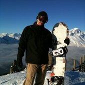 Je fais du snowboard, parfois au-dessus des nuages.